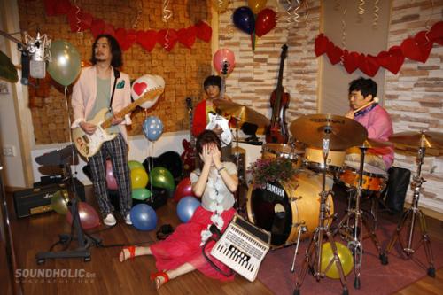 http://kseoulmusic.wordpress.com/2011/08/26/rock-band-jaurim-tease-in-%E2%80%98conspiracy-theory%E2%80%99/