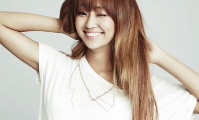 sistars-hyolyn-holds-onto-the-number-1-spot-on-the-billboard-k-pop-hot-100-with-hello-goodbye