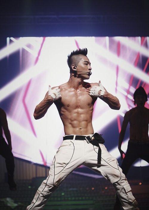 Big Bang's Taeyang doesn't seem to mind flaunting those chocolate abs. Photo: tiancha.com