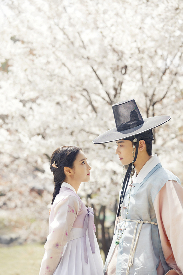Cha Eun Woo and Shin Se Kyung