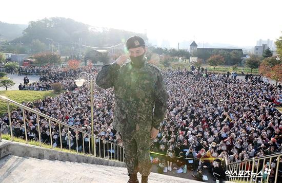 Big Bang frontman G-Dragon returns from military service